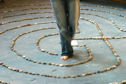 Katie_Walking_Labyrinth_2, By JamesJen (Own work) [CC-BY-SA-3.0 or GFDL], via Wikimedia Commons