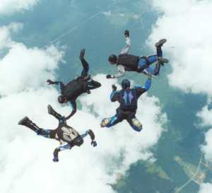 Skydiving_4_way