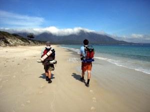 Beach Trekking, por NeilsPhotography, (CC BY 2.0).